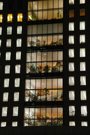 夜のビル5.jpg